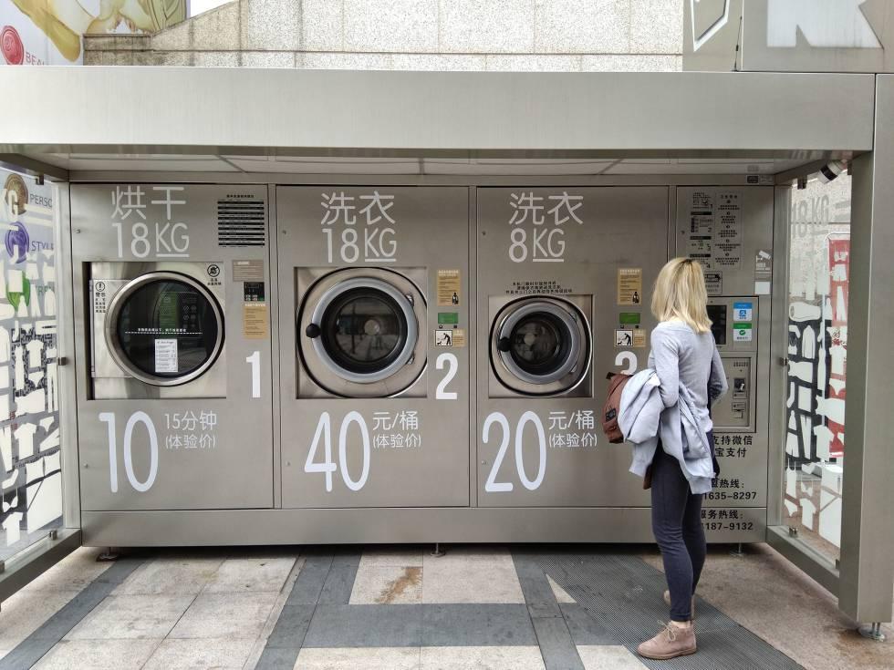 Uno de los puestos de 'lavadoras colaborativas' que se han instalado en barrios periféricos de Shanghái.