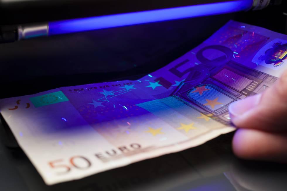 Prueba de autenticidad sobre un billete de50 euros