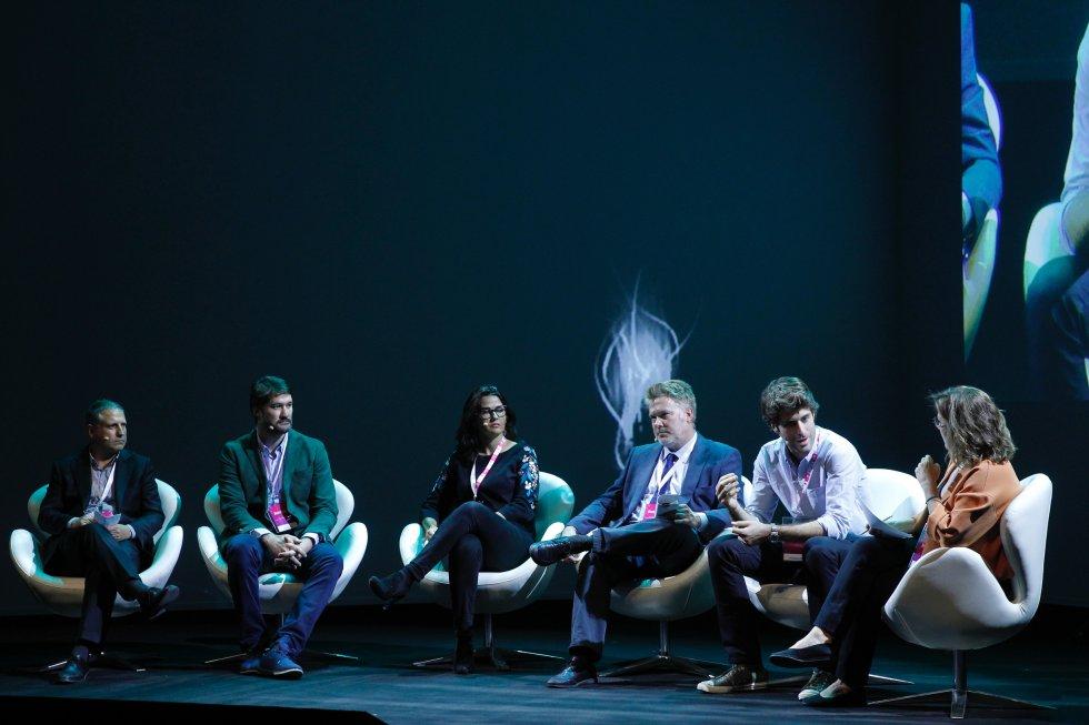 Santiago Rodríguez, CEO de Abertis Mobility Services y presidente de Emovis y de Eurotoll.rnÁlex Luzárraga, vicepresidente de estrategia corporativa de Amadeus IT Group.rnMar Alarcón, fundadora y CEO de SocialCar.com.rnRodrigo Hilario, director de estrategia del Grupo Renfe.rnÁlvaro Salvat, director general de Lime Spain.rnMontserrat Domínguez, subdirectora de El PAÍS