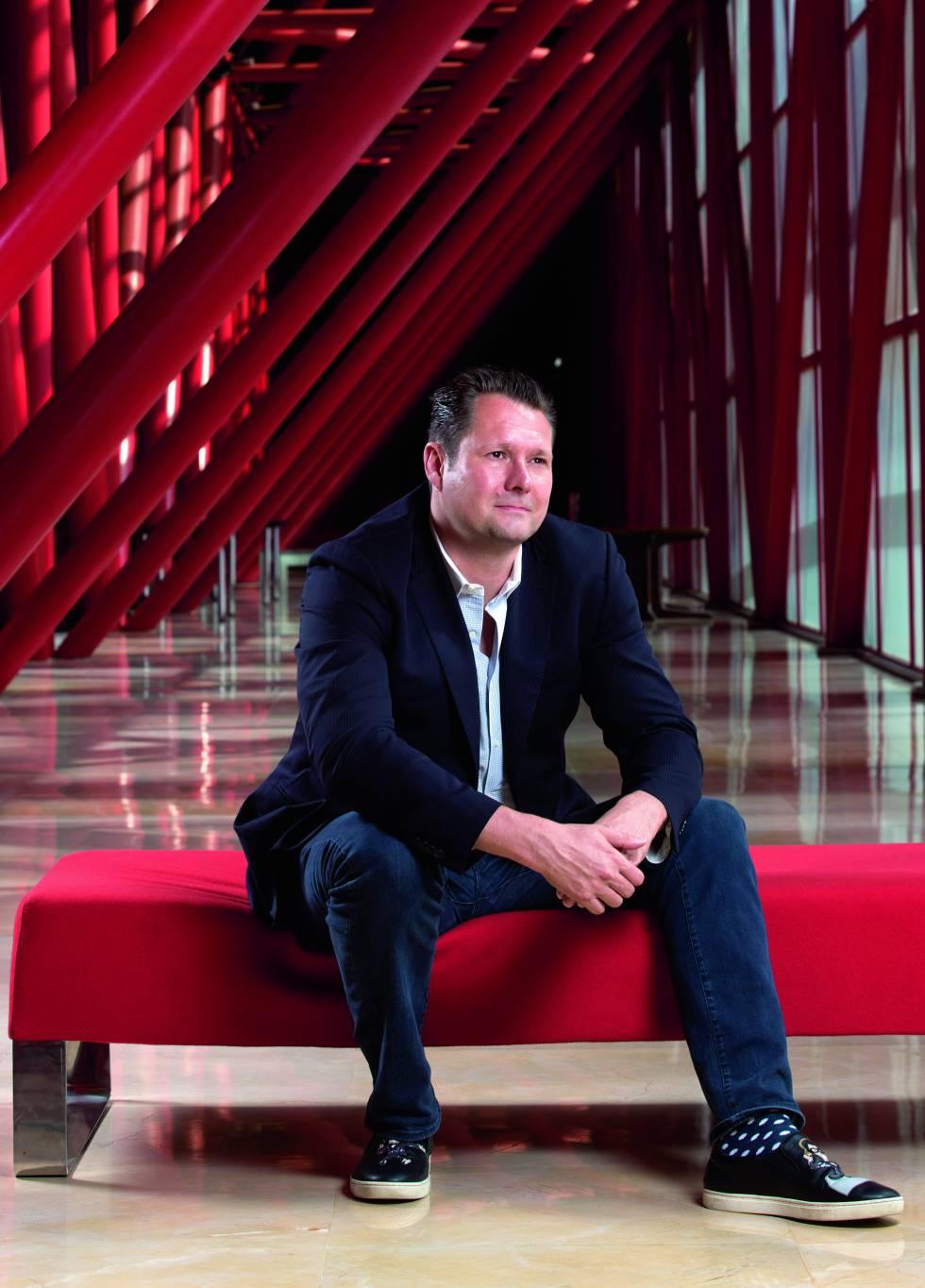 Dirk Ahlborn fundó en 2013 (y dirige desde entonces) Hyperloop Transportation Technologies junto a Bibop G. Gresta. Antes de esto, también creó y dirigió la plataforma de crowdfunding Jumpstarter.
