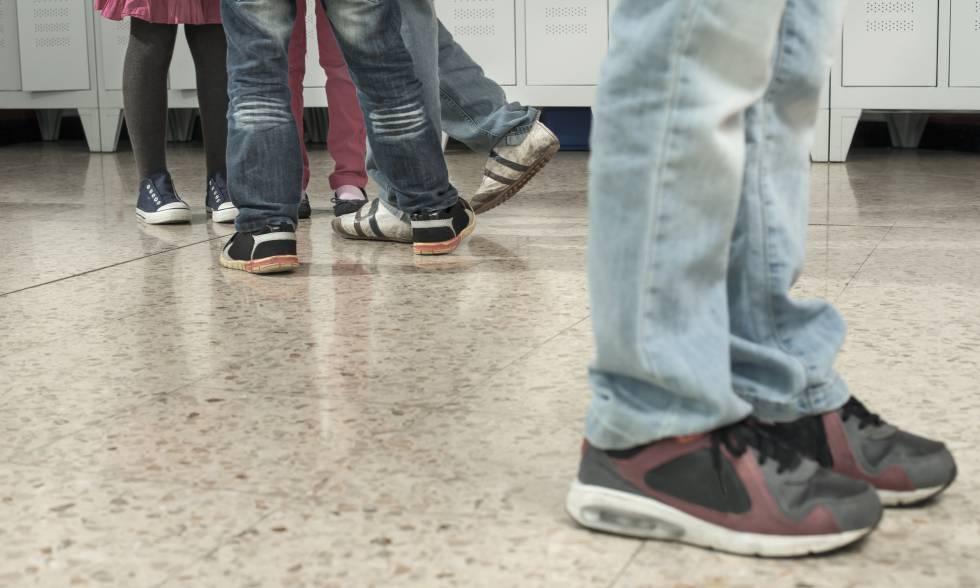 El ciberacoso afecta más a los colegios que prohíben los móviles