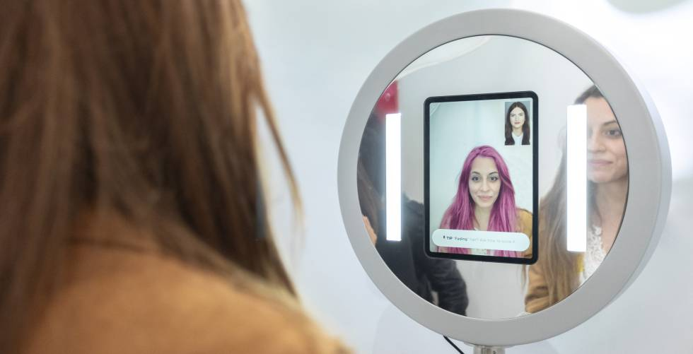Aspect of the virtual reality mirror that shows real-time variations in hair.